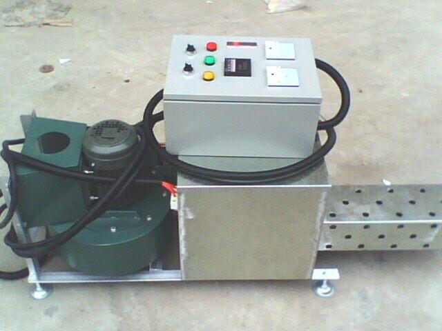 1,本设备用于老化房中加温老化测试。 2,采用离心风机运风,热风循环温度均匀。 3,采用红外线发热丝加热,快速升温。功率可以按房间大小设计》4,采用数字显示温控器控温,温度准确度高,自动恒温。 5 ,采用1.2mm镀锌板折弯成型制作,底部采用40*40MM角铁焊接成L型固定。采用1HP离心马达风机一台,采用强制性热风循环达到室内温度上升。到老化效果。1在设备最适合的墙上开个孔把设备的风机电源,与加热线接出,线长为4米,