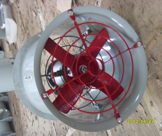 BT35-11工厂用防爆轴流风机 二、订货须知: 定货时请详细注明防爆风机的型号名称、机号、电压、功率、流量、转速等; 如有特殊要求、请另行注明或提供图纸。 请严格按照产品说明书安装,并有专业电工人 员进行安装,调试。